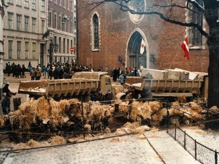 bk24_barricades_in_riga_boriss_kolesnikovsx